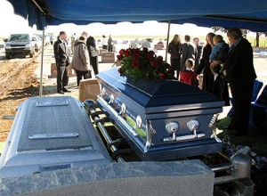 840-casket-before-burial